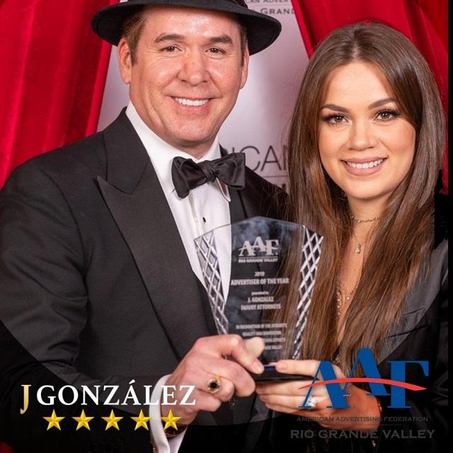Jesse González Recibe Premio ADDY por Lograr Excelencia en Publicidad