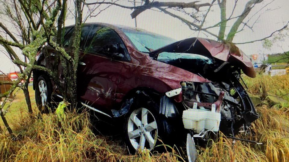 Accidente de un Solo Vehículo le Quita La Vida a un Hombre en Lasara