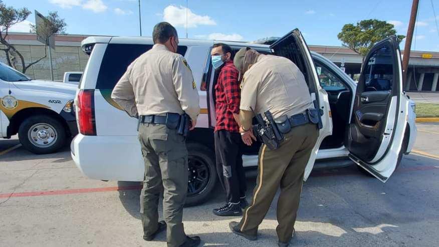 Hombre Arrestado en el Condado de Hidalgo por Exceso de Velocidad