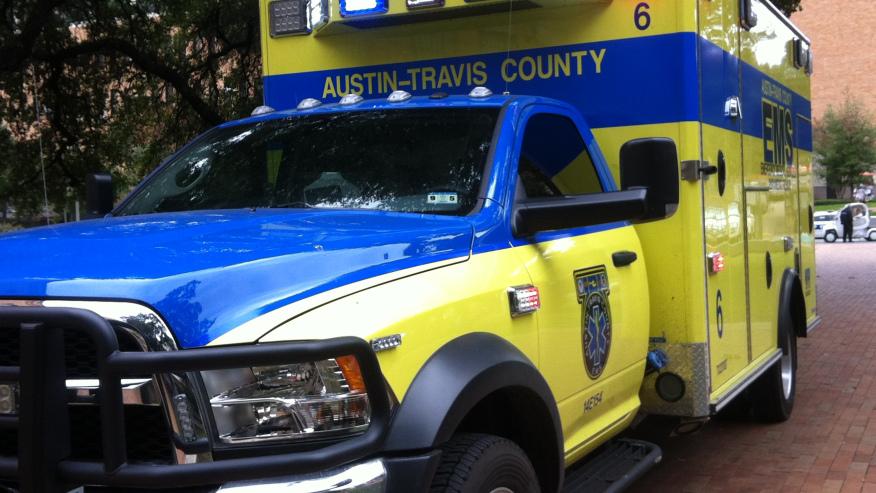 Volcadura a Altas Horas de la Noche Envía a una Persona al Hospital Vía Aérea En Austin