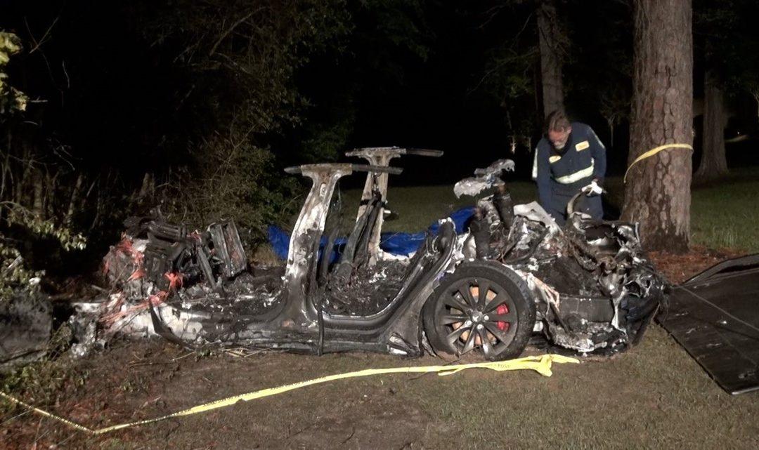 Accidente de un Tesla Deja 2 Muertos en Houston