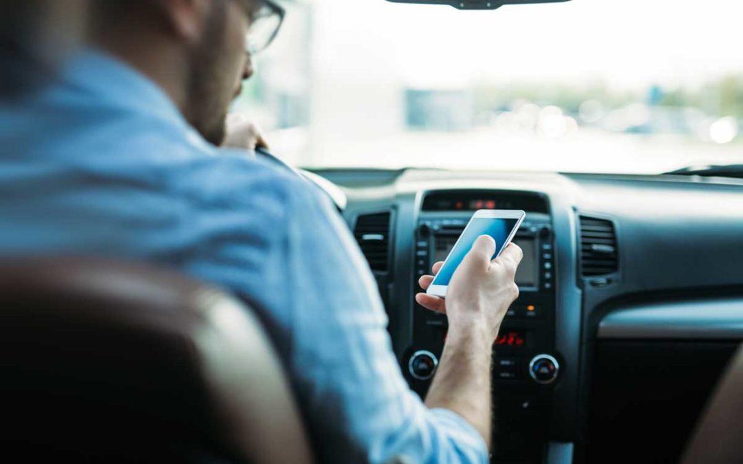 ¿Qué Leyes de Tránsito Existen para Proteger a los Texanos de Conductores Distraídos?