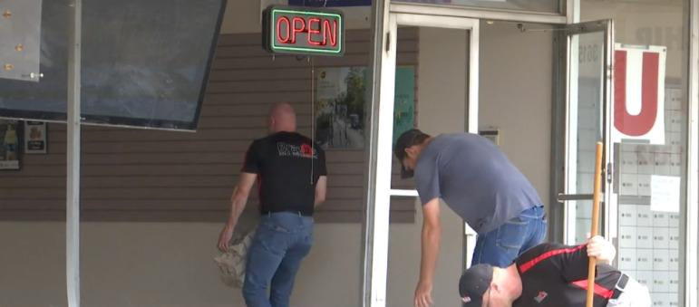 Coche choca contra la tienda de Waco