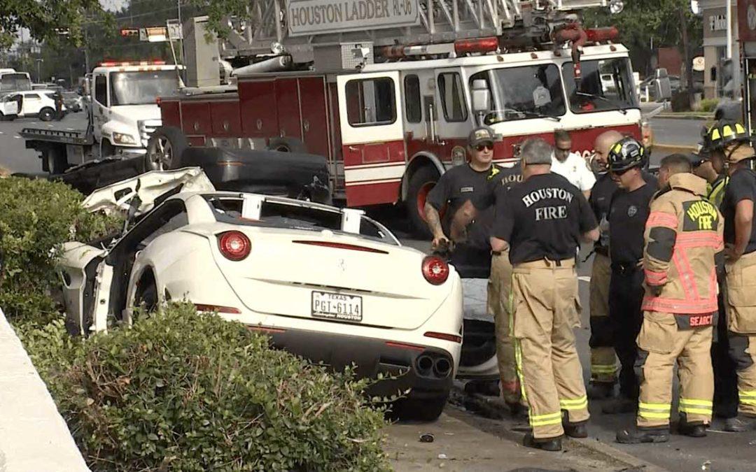 2 Muertos en Houston Después de Que el Piloto de un Ferrari Perdiera el Control